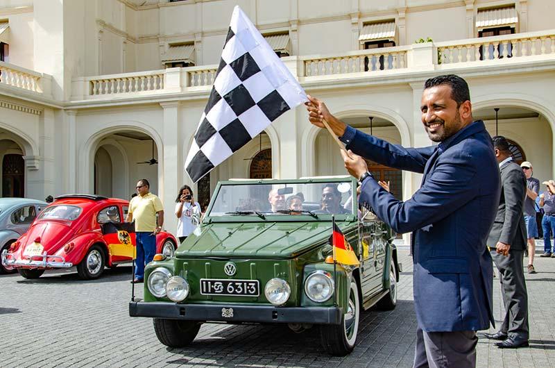 Director-Sales-&-Marketing-at-GFH,-Mr.-Mubarak-Gaffoor-flagging-the-rally