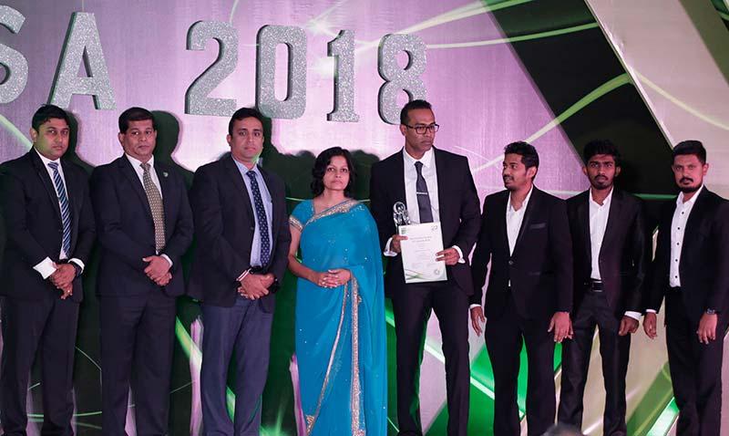 The-eMarketingEye-team-receiving-the-award-at-NBQSA-2018