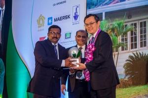 Superintendent-of-Hingalgoda-Tea-Factory-receiving-the-award-from-HE-Akira-Sugiyama,-Ambassador---Embassy-of-Japan-in-Sri-Lanka-and-Immediate-Past-Chairman-TEA-Mr-J.Karunaratne.