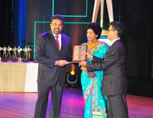 Shanil Fernando, Co-Founder & Managing Director - Sri Lanka receives the Merit Certificate in the ICT Sector of the Sectoral Awards category at the Presidential Export Awards on behalf of Sysco LABS