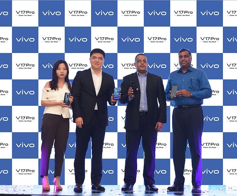 Left to rignt - Alison Jin - Head of Brands vivo Mobile Lanka, Andrew Zhang - Deputy General Manager vivo Mobile Lanka, Dinesh Perera - Deputy Director Abans PLC, Channa Pathirana -  Deputy Director Abans PLC