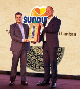 Mr. Soran Holm Jensen – President, CO-RO A/S Denmark official handing over  Sunquick RTD dummy pack to Mr. Mangala Perera – Director, Sunquick Lanka