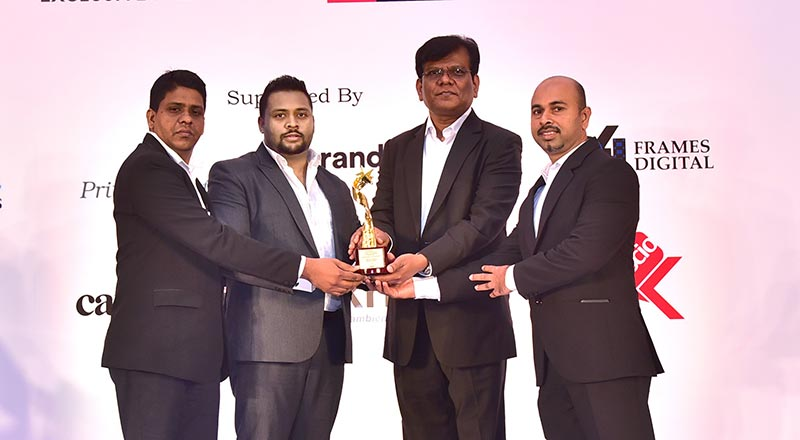 Kenscio Digital Marketing CEO Manjunatha Kutarahalli presenting the Gold Award to Udara Gunasinghe – Head of Marketing, HNB Finance accompanied by Luxman Eraj – Head of SSE, HNB Finance and Lakshman Ranasinghe - Head of Gold Loans, HNB Finance