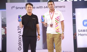 Kevin SungSu YOU - Managing Director, Samsung Sri Lanka, and Mahesh Wijewardene – CEO, Singer PLC, unveils the Galaxy A70s.