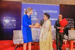H.E. (Mrs) Tanja Gonggrijp – Netherlands Ambassador to Sri Lanka and Maldives rewarding Mrs. Shyamalie Wijegunawardena of Spring & Summer the Number 1 Female Entrepreneur in Large Business Category
