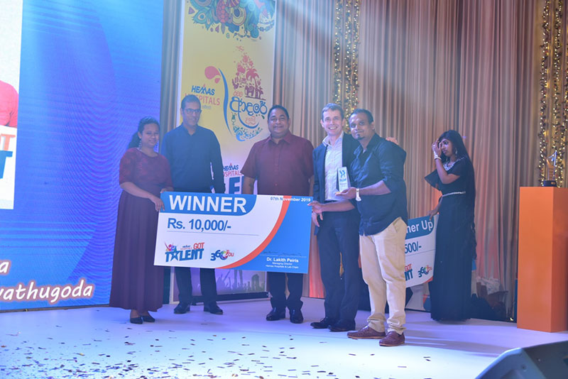 Winners of Hemas Got Talent 2019 being awarded the winning prize by Hemas Group CEO Steven Enderby, Hemas Hospitals and Laboratories Chairman Murtaza Esufally, and Hemas Hospitals and Laboratories Managing Director and President, Association of Private Hospitals and Nursing Homes Dr. Lakith Peiris.