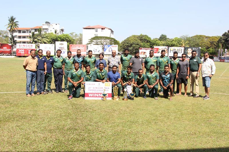 Hayleys PLC Chairman and Chief Executive, Mohan Pandithage and Group Head of HR, Legal, Corporate Communications, Sustainability and Group Security, Darshi Talpahewa with the victorious Hayleys Team.