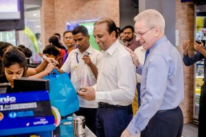 Image of Mr. Ashok Pathirage – Chairman, Softlogic Holdings PLC making the first purchase at Softlogic GLOMARK Nawala while Mr. Andrew Dalby – CEO, Softlogic Holdings PLC looks on.