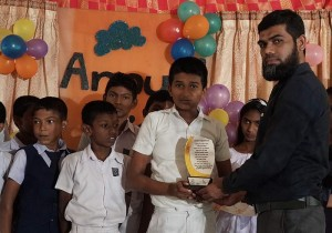 Mr. M. A. M. Ziyam, SLT Regional Manager- Puttalam handing over a gift  to students