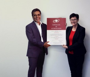 Dr. Manjula Karunaratne, CEO, Asiri Health receiving the Certificate of Accreditation for four Asiri Group Hospitals, from Dr. Karen Luxford, CEO of ACHSI