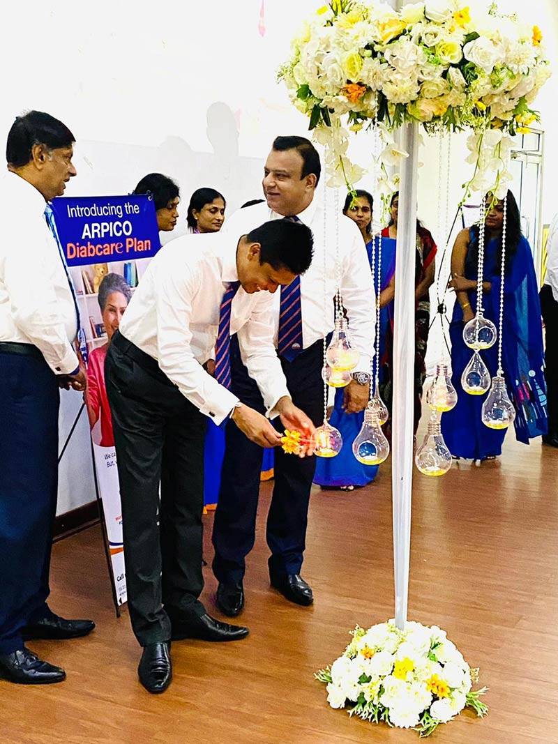 Arpico Insurance PLC CEO Harsha De Alwis (L) conversing with General Manager- Sales H E T Sampath while N C P Nishan, GM- Sales lights the oil lamp at the Diabcare launch