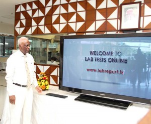 Nawaloka Hospitals Chairman, Jayantha Dharmadasa launching the 'Lab Tests Online' website