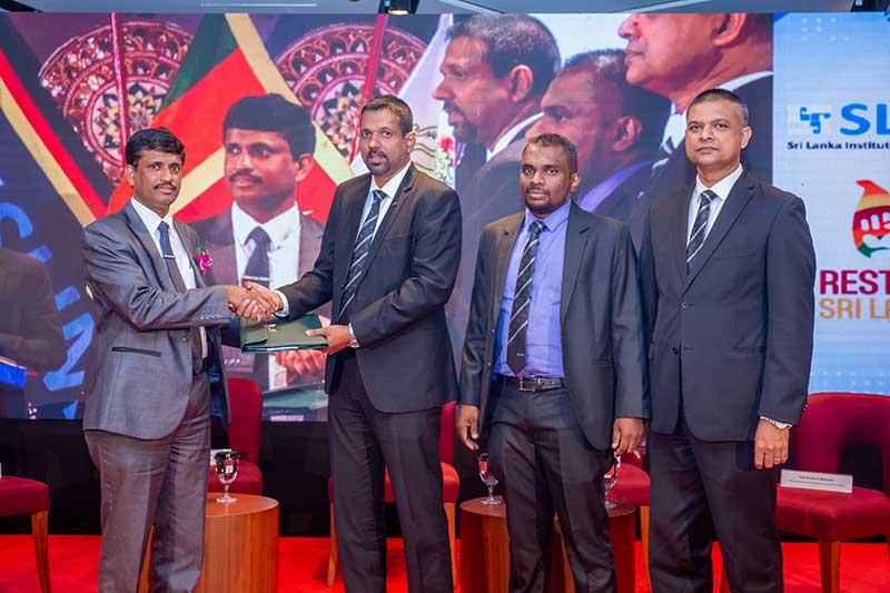 Signing the MOU between SLIM and Sabaragamuwa University of Sri Lanka for the academic partnership for SAJM