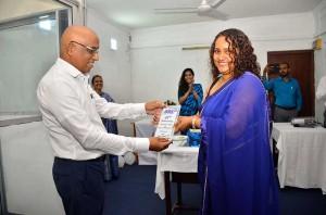 CEO Mihirani hands over anniversary memento to Chairman Neel De Silva