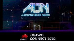 David Wang (left), Huawei's Executive Director, and Lu Hongju (right), President of Huawei's General Development Department, jointly launch the ADN solution