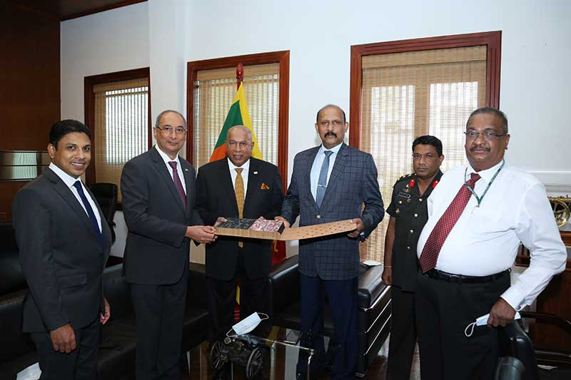 Hayleys Chairman and Chief Executive, Mohan Pandithage together with the Managing Director of Hayleys Fabric PLC, Rohan Goonetilleke handing over the fabric to Major General (Retd) G.D.H. Kamal Gunaratne.