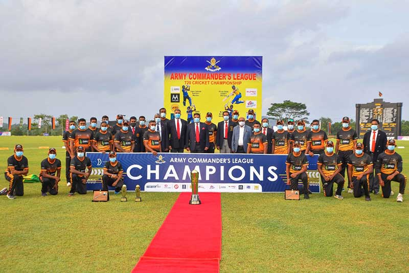 Winning DIMO Southern Warriors with the Army Commander, Senior Ranks of the Sri Lanka Army and DIMO Chairman
