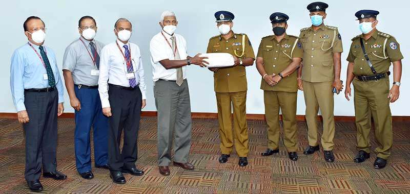 Ceylinco Life Directors led by Chairman Mr R. Renganathan (fourth from left) make a token presentation to Colombo DIG of Police Mr Sisira Kumara and a team of senior police officers.