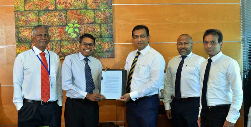 (From left) HNB Head of Card Operations, Tissa Nanayakkara, HNB Executive Director and Chief Operating Officer Dilshan Rodrigo, LOLC Finance Director & Chief Executive Officer, Conrad Dias, LOLC Finance Head of Consumer & Digital Business, Hasala Thilekaratne and LOLC Finance Chief Manager Consumer & Digital Business Dihan Rodrigo.