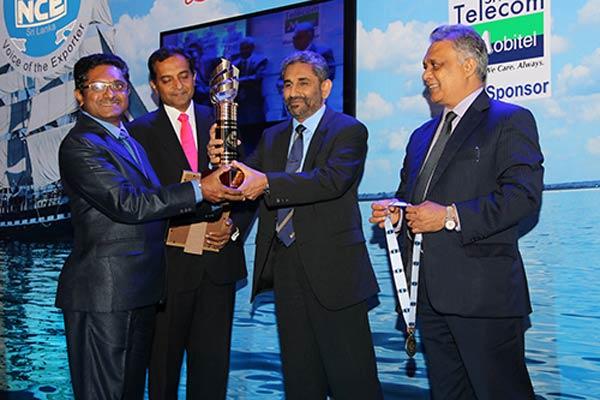 Mr.-Wajira-Gamage—Director,-CEO-CIC,-Agri-Produce-Export-(Pvt)-Ltd,–recieving–Gold-award