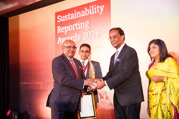 Overall Winner ACCA Sustainability Awards DIMO  Chairman-MD Ranjith Pandithage accepts award from Chief Guest Minister D M Swaminathan, with President Member Panel ACCA Danushka Samarasinghe and ACCA Country Manager