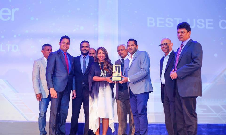 Jayomi Lokuliyana CEO receiving the award with the zMessenger Team