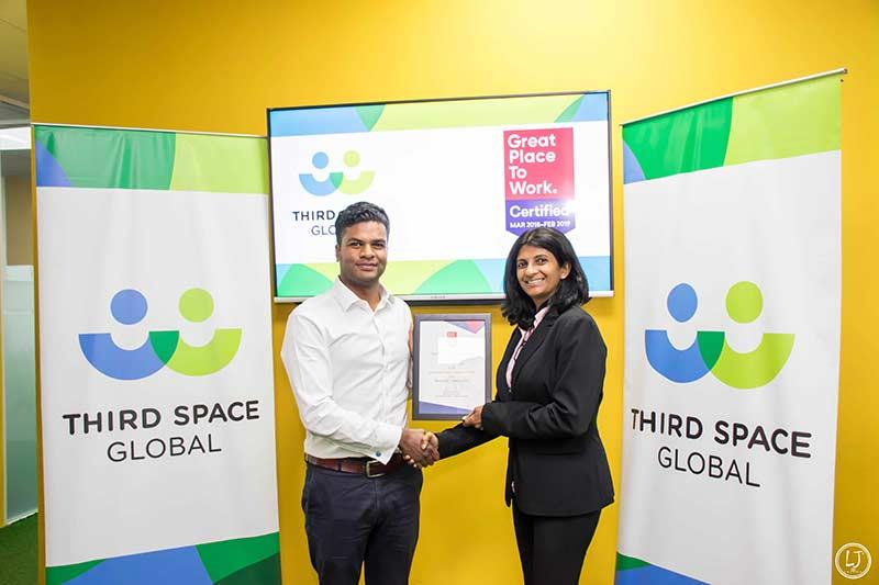 TSG-1—GPTW-CEO,-Ratanayaka-and-TSG-CEO,-Nilaweera-with-the-GPTW-award