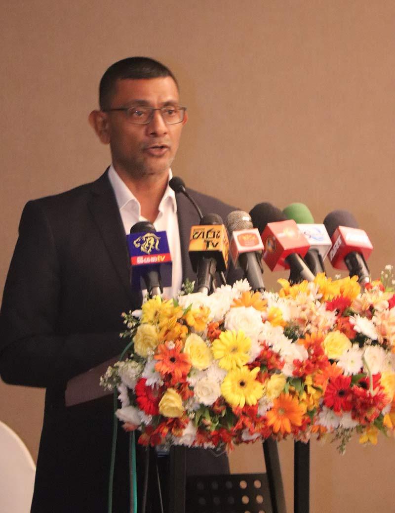 CEO-of-RIU-Sri-Lanka-Roshan-Madawela-speaks-at-the-launch-of-the-RIU-Economic-Report