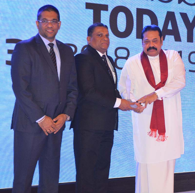 Mahesh-Nanayakkara,-Managing-Director-and-CEO-of-CDB-together-with-Damith-Tennakoon,-Director,-Deputy-CEO-and-CFO-of-CDB,-receiving-the-prestigious-accolade-from-the-Honourable-Prime-Minister-Mahinda-Rajapaksa.