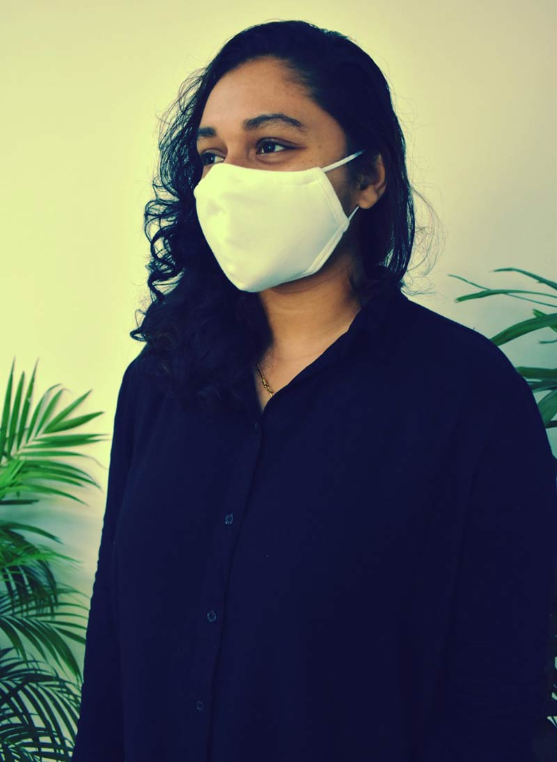 Model-with-Face-Mask