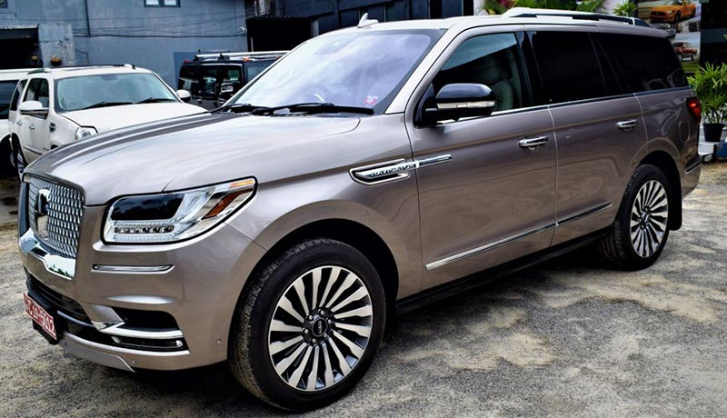 2.-Right-Hand-Converted-2020-Model-Lincoln-Navigator-R