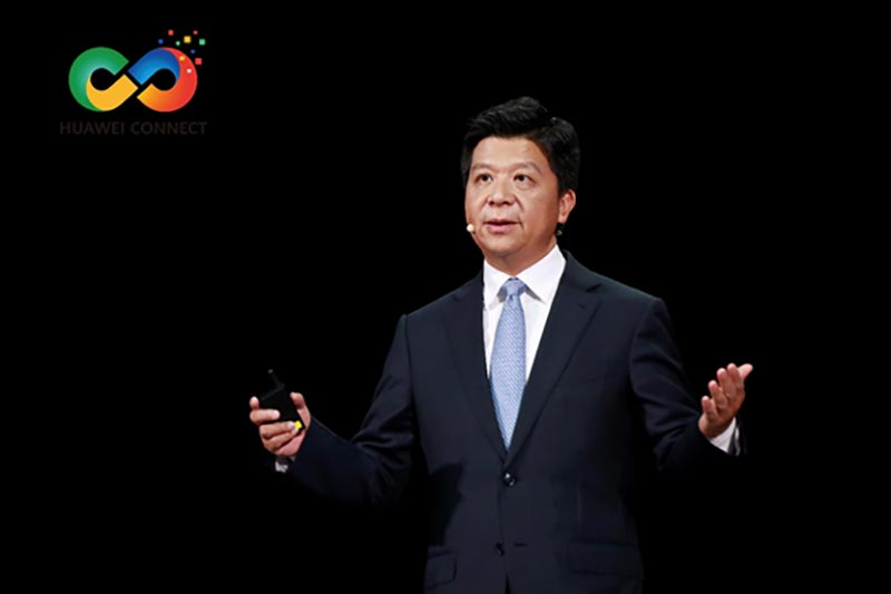 Guo-Ping-delivers-a-keynote-speech