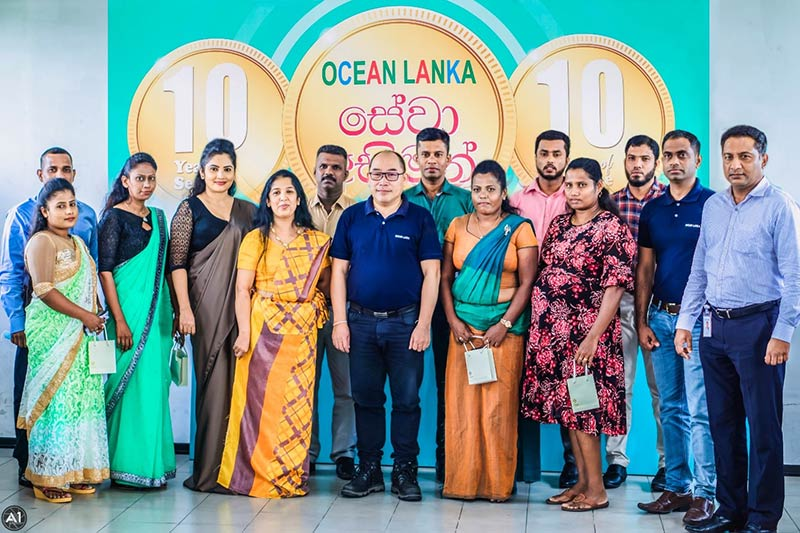 Ocean-Lanka-Managing-Director-Dr-Austin-Au-and-Senior-Management-team-with-a-group-of-gold-coin-awardees