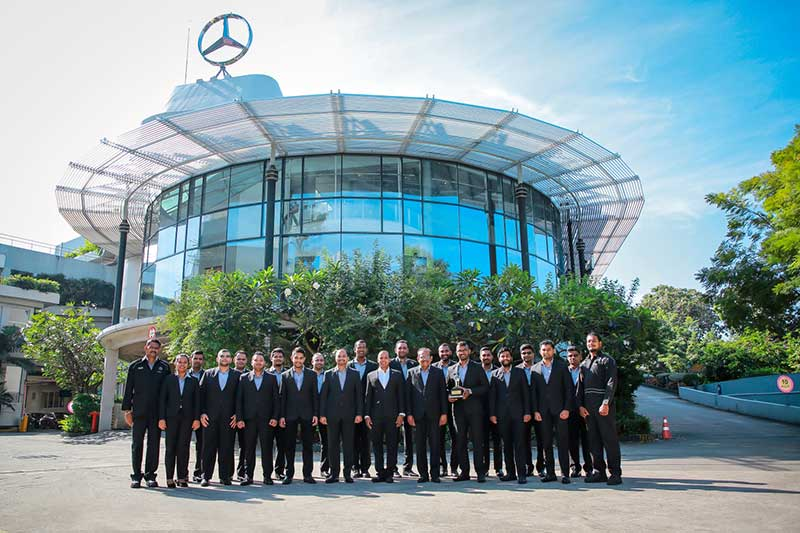 Mercedes-Benz-Service-team-of-DIMO