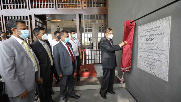 2.Chief-Guest-Professor-G-L-Peiris_-unveiling-the-Commemorative-Plaque-at-KCM