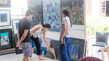 Art-buyers-at-Kala-Pola-Pop-up-Sale